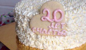 Торт с кремовым украшением